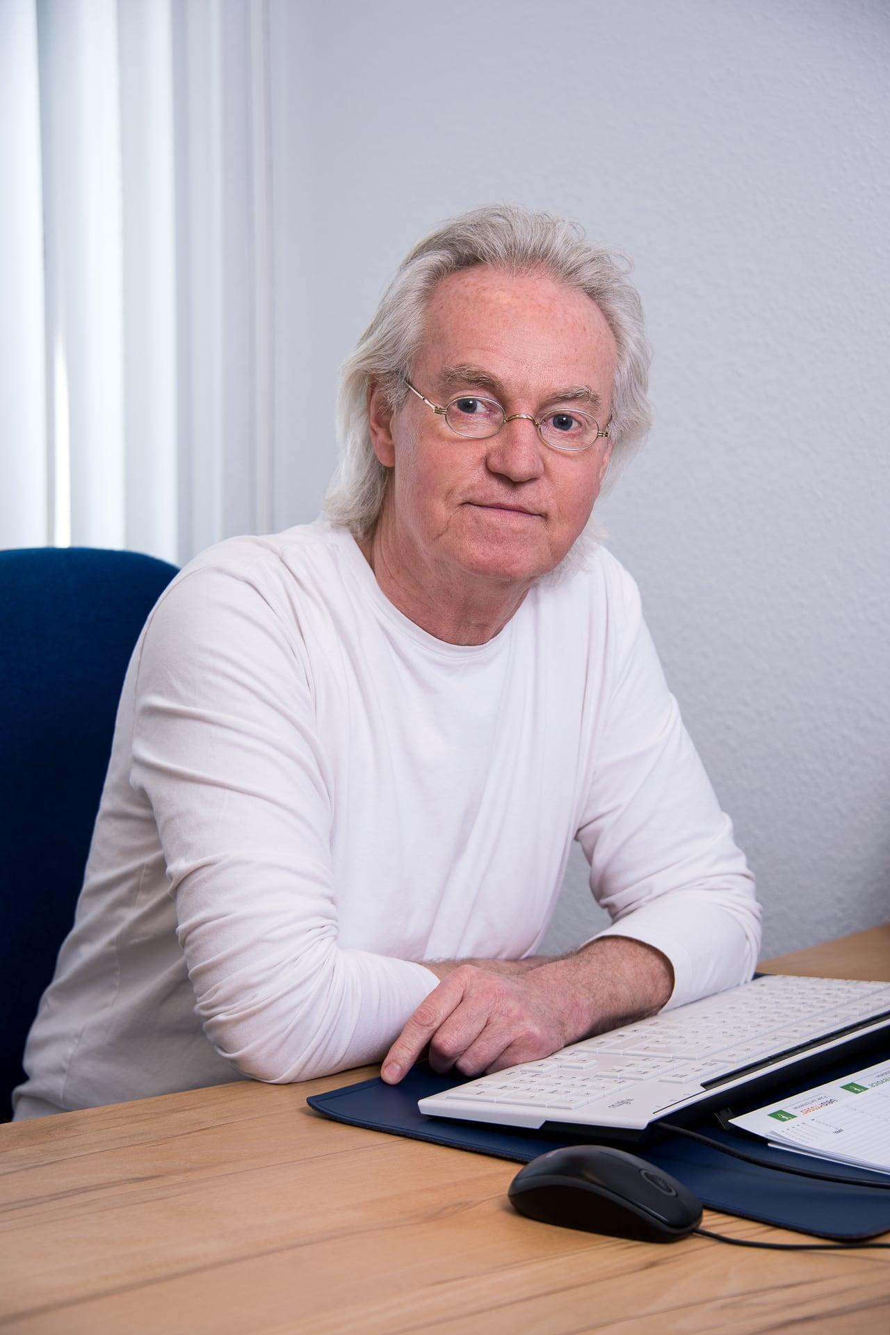 Dr. Lothar Bauer